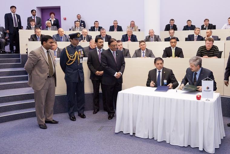 Подписание согалшения о сотрудничестве в присутствии Президента Пакистана г-на Первеза Мушараффа