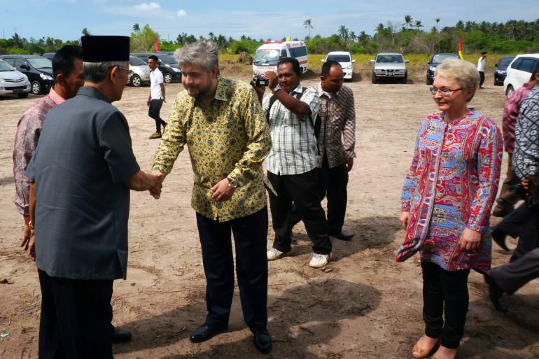 Церемония закладки первого камня, Бинтан, Индонезия. Встреча с г-ном М.Сани, губренатором провинции Риау
