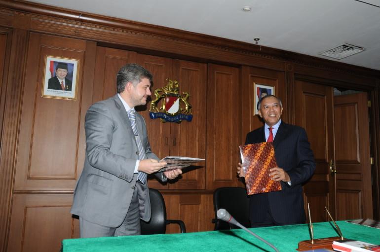 подписание соглашения с г-ном Диди Суевондо, Вице Президентом ТПП Индонезии