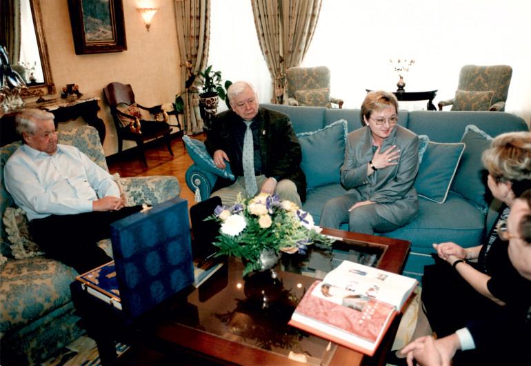 с Президентом РФ Ельциным Б.Н. и Народным артистом СССР Табаковым О.П