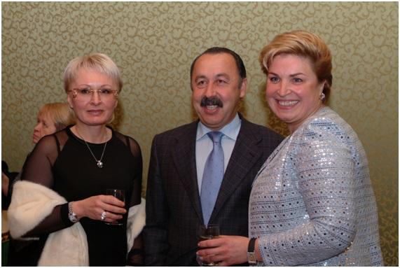 с выдющимся футбольным тренером Газаевым В.Г. и его супругой