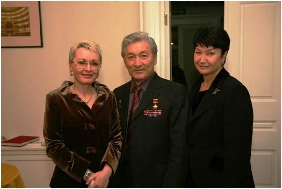 с генерал-лейтенантом, Героем Советского Союза Очировым В.Н. и его супругой