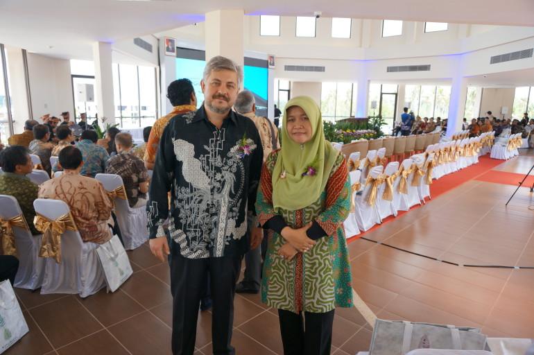 с г-жой Ибу Мардией, Главой Свободной экономической зоны Бинтана