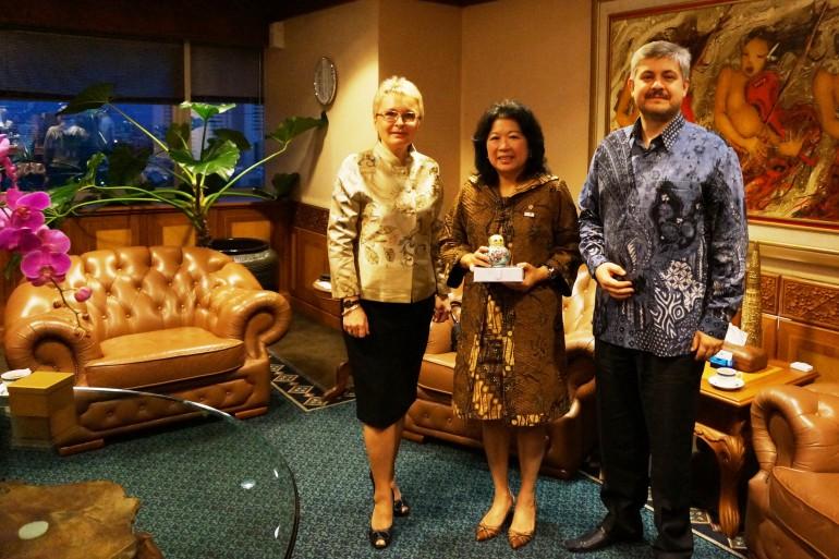 с г-жой Мари Пангисту, Министром туризма и креативной экономики республики Индонезия