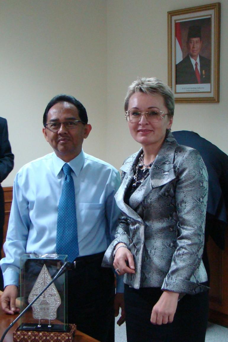 с г-ном Мустофой Виджайя, Главой Зоны свободной торговли (BIFZA) острова Батам, Индонезия