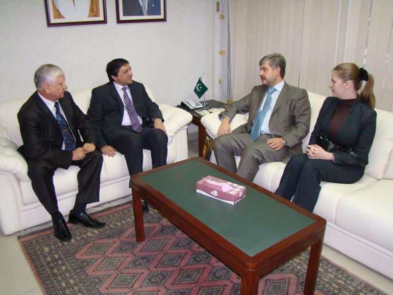 с г-ном С. Мандивалой, Министром по инвестициям исламской республики Пакистан
